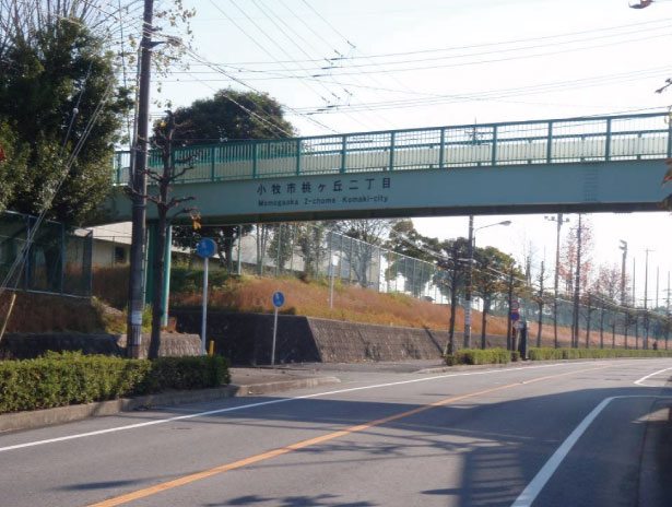 愛知県小牧市桃花台歩道橋